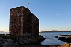 portencross castle (Duncan the road rebel) Tags: castle scottish scottishlandscape scotlandslandscape scotland scottishcastle portencross portencrosscastle saltire flag smallharbour buildind historic old outdoor coastline scotlandscoastline scottishcoastline