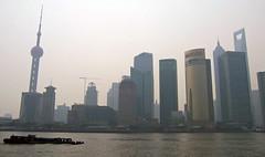 Pudong im Smog (loitz79) Tags: geo:lat=3123462200 geo:lon=12148915500 geotagged china chn huangpu kahn orientalpearltower pudong shanghai shanghaishi shanghaiworldfinancialcenter smog         huangpufluss
