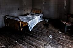 Nights in white satin (Perurena) Tags: cama bed lecho letto abandono ruina decay silla chair psiquiatrico sanatorio sabanas orinal bacenilla urbex urbanexplore