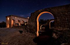 El ermitao esta en la casa (jrandet) Tags: jrandet fotografianocturna nightphotography largaexposicion longexposure nocturna estrellas ermitas