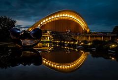 Haus der Kulturen - Berlin (achim-51) Tags: hausderkulturen berlin de deutchland germany nachtaufnahme night licht wasser spiegelung reflektion panasonic lumix dmcg5
