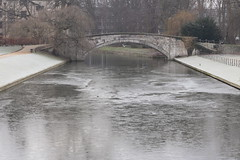 Frozen 2/3 (Sir Cam) Tags: cambridge cambridgeuniversity kingscollege camdiary bridge frozen ice rivercam river winter sircam 2012 201202 thebacks
