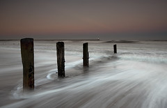 Spittal rush-hour (Elidor.) Tags: sunset lighthouse beach evening northumberland groynes spittal d90 elidor