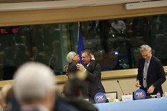Jean-Claude Juncker giving a hug to Franois Bayrou (PDE-EDP) Tags: logo fb rond rutelli juncker bayrou