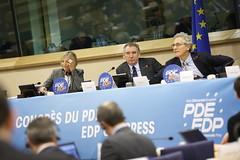 Marielle de Sarnez, Franois Bayrou, Francesco Rutelli (PDE-EDP) Tags: logo fb marielle rond rutelli banderolle bayrou sarnez