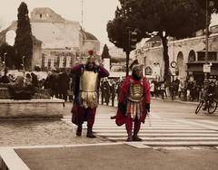 centurioni tra storia antica e storia moderna (tittina64) Tags: rome roma uomo e rosso antico moderno armatura seppia antichit colri effetto canturioni