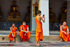 orange thailand bangkok buddha monk smartphone watpho selfie (Photo: Max Peter1 on Flickr)