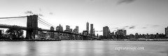 Panorámica del Puente de Brooklyn  - Manhattan - New York (www.capturaviaje.com) Tags: nyc newyork byn blancoynegro brooklyn canon atardecer manhattan wb lee brooklynbridge nocturna lowermanhattan estadosunidos nuevayork panorámica grimaldi whiteandblack eeuu polarizador ef1740mmf4lusm mainstreetpark puentebrooklyn 5dmarkiii filtroslee dgrimaldi 5dmiii davidgrimaldi