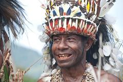 Cape Vogel smile (Sven Rudolf Jan) Tags: smile traditional papuanewguinea headdress alotau canoeandkundufestival