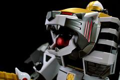Legacy White Tigerzord : Warrior Mode! (afiqkamen) Tags: legacy bandai powerrangers diecast whitetigerzord dairanger wontiger