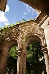 (.urbanman.) Tags: lumire arc fontaine vigne abbaye colonnes clotre valmagne luminosit abbayedevalmagne