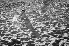 """""""56/365: so, arena y mar... triloga de felicidad."""" (Josune Martin) Tags: costa sol mar playa nia arena verano bebe felicidad gateo sansebastin"""