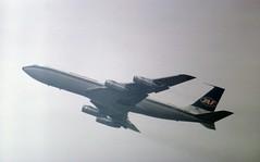 YU-AGI JAT Boeing 707-351C on a steep climb away from runway 10R at London Heathrow (heathrow.junkie) Tags: jat 707 boeing707 lhr londonheathrow london yuagi