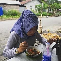Bumil yang mau makan Bubur Ayam @jenydwibuensi #berau #beraukaltim #ayokeberau #buburayam #buburayamjensud #mampirkeberau #tanjungredeb #samekom (ramdan1904) Tags: instagramapp square squareformat iphoneography uploaded:by=instagram lark