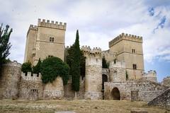 Castillo de Ampudia - 4 (woto) Tags: ampudia castillodeampudia castillo castle murallas piedra arquitectura