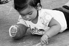 Drawing Child With Cast (Steven Green Photography) Tags: elpaso texas artist brokenarm cast chalktheblock child contemporary drawing event hello injury inspired photography sidewalk streetphotography toddler