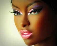 Close-up (Deejay Bafaroy) Tags: pink portrait brown white jason black closeup toys doll purple rosa porträt lips smoking lila lilac le convention gloss makeda braun wu adele fr weiss schwarz puppe violett integrity 2014 lippen fr2 fashionroyalty