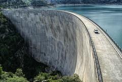 Presa del lago Emosson (bervaz) Tags: lake lago suiza sony 18200 presa a100 embalse valais emosson 18200mmf3556 dslra100 sal18200