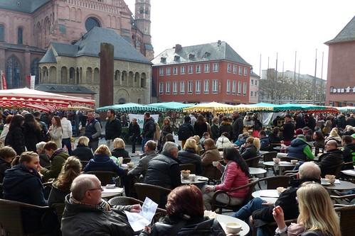 Domplatz mit Wochenmarkt