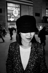 Grand Central Terminal, NYC (ROCIO Ysapy) Tags: newyorkcity portrait blackandwhite nikon manhattan flash streetphotography streetportrait speedlight grandcentralterminal streetfashion sb700 nikond7000