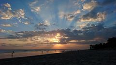 Radiating Sunset (el_ave) Tags: sunset beach seminyak