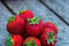 RoodFruit7.jpg (robbertladan) Tags: 2016 kleuren macro abstract rood fruit red colorsinourworld