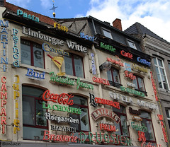 Une eau plate s'il vous plaît ;-) ! (Milucide !) Tags: hasselt drugstore cafébrasserie marques bièresbelges lettres façade limbourg belgïe belgique boissons alcools
