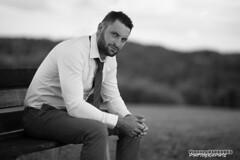 Thibaut (Vianney Vaubourg) Tags: portrait noir et blanc paysage banc chemise cravate regard nikon d4s nikkor 85mm f14 afd 85mmf14 flash nikoncls sb900 phottix odin vaubourg vianney photographie 2016