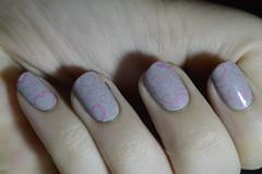 DESAFIO DE CARIMBADA - SONHO E ROSA (Bah Teles) Tags: bibi ellengold cinza rosa corao carimbada grey pink keart nailpolish