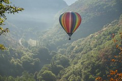 Moment d'espoir **--- -- (Titole) Tags: rouge hotairballoon balloon colorful colourful multicolore valley trees mist rocamadour montgolfiadesderocamadour titole nicolefaton explored gamesweepwinner thechallengefactory