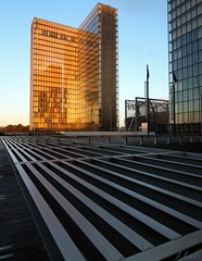 Le livre d'or (ju.labs) Tags: bnf bibliothque ligne library couchdesoleil couleurs orange night nuit perspective architecture canon canon700d 1018 paris 75013 france finegold wow serie