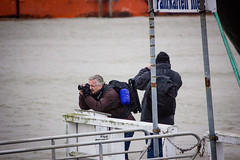 Cuxhaven - Storm Elon & Felix (Andre Strauss) Tags: people storm canon waves felix harbour ships menschen elon hafen schiffe wellen cuxhaven orkan 550d