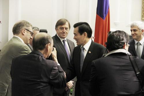103年12月1日 馬英九總統接見法國國民議會莫漢(Hervé Morin)議員訪華團