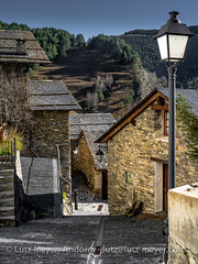 Andorra rural: Pal, La Massana (parroquia), Vall nord (lutzmeyer) Tags: pictures autumn winter history rural sunrise photography europe december dorf village photos pics herbst pueblo images historic fotos valley invierno pal dezember past sonnenaufgang historia andorra antic bilder imagen diciembre pyrenees tal iberia historie pirineos pirineus tardor iberianpeninsula parroquia geschichte pyrenäen otono historique historisch imatges hivern poble desembre vallnord carrermajor geschichtlich historiccentre iberischehalbinsel historischeszentrum sortidadelsol lamassanavallnord mfmediumformat lamassanaparroquia lutzmeyer lutzlutzmeyercom