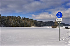Am Ende des Weges (Helmut Reichelt) Tags: schnee winter germany deutschland bavaria nikon oberbayern feld sonne d3 februar weg ende radweg 2470mmf28 strase geretsried fusweg böhmwiese colorefexpro4 captureone8