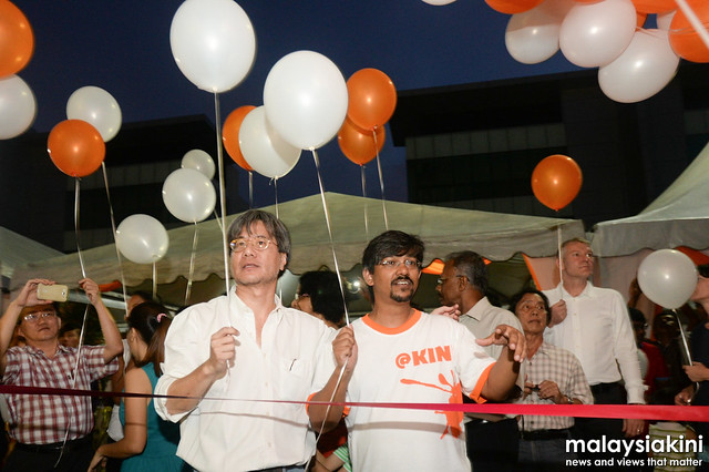 Editor-in-chief Steven Gan and CEO Premesh Chandran to launch Malaysiakinis new building with all the staff of Malaysiakini.