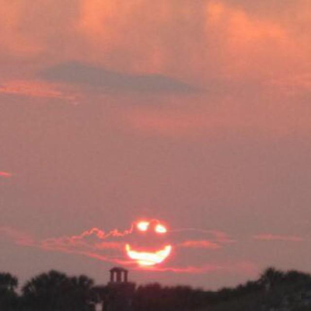 Lo sai che sulle nuvole tutto diventa possibile e non ci sono nè paure nè confini e la mente non ha più limiti (Pino Daniele) #pinodaniele #ancoranoncicredo #dolore #pino #music #musica #instamood #instamusic #instamoment #sunset #instacool #instagood #
