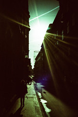 Vienna light rays. (Markus Moning) Tags: vienna wien street blue light sky sun film backlight analog 35mm austria sterreich lomo lca xpro lomography alley ray cross strasse himmel ct processing 100 rays process lc agfa expired sonne processed gegenlicht moning precisa markusmoning