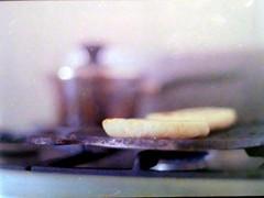 Alimento para la vida (MauroLaScalea) Tags: food film kitchen analog 35mm minolta kodak venezuela grain caracas 400 newbie amateur 58mm analogphotography minoltasrt101 beginner srt101 arepa rokkor