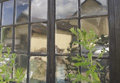 Reflections on a shed window - one (Stephen Toye) Tags: leica distortion reflection window glass shed frame rippled oldglass floatglass leicax2