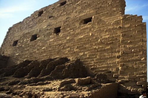 "Ägypten 1999 (292) Karnak-Tempel: 1. Pylon • <a style=""font-size:0.8em;"" href=""http://www.flickr.com/photos/69570948@N04/28085187673/"" target=""_blank"">View on Flickr</a>"