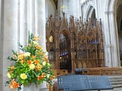 Hochaltar  der Kathedrale von Winchester (Swassermatrose) Tags: england church cathedral kathedrale kirche hampshire winchester 2016 blumenschmuck hochaltar