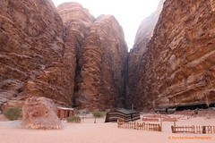 Desert of Wadi Rum, Jordan - Incredible canyons (ssspnnn) Tags: rocas rocks mountains canions canyons sandstone filmsettings lawrenceofarabia davidlean snunes spnunes spereiranunes canoneos70d desert desierto arenitos deserto wadirum jordan jordania