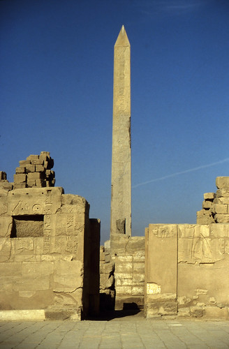 "Ägypten 1999 (310) Karnak-Tempel: Obelisk der Hatschepsut • <a style=""font-size:0.8em;"" href=""http://www.flickr.com/photos/69570948@N04/28770476862/"" target=""_blank"">View on Flickr</a>"