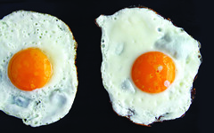 Fried eggs (DocAdvert) Tags: ollikramp docadvert food egg friedeggs