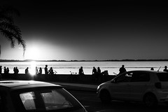 (thalesrenato) Tags: preto e branco black white sunset por do sol view people canon monocromatic monocromtico streets brazil brasil degrad