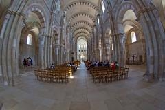 Ste-Marie-Madeleine - Vzelay, Burgund (hilarius.at) Tags: abtei kirche stemariemadeleine vzelay burgund weitwinkel mittelschiff