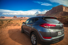 Monument Valley (Carlos Pea Fernandez) Tags: monument valley desierto desert rocks coche car hyundai tucson lanscape sky cielo clouds usa eeuu arizona paisaje navajo nation mitten