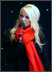 Liz McClarnon (* RICHARD M (OVER 6.5 MILLION VIEWS)) Tags: street celebrity mike portraits glamour candid stage performance pop entertainment portraiture singer blonde singers microphone glam entertainer celebrities showtime performer southport popstars recordingartist popstar glamorous merseyside showbiz sefton redscarf atomickitten glamourgirl girlgroups redleathergloves lizmcclarnon southportchristmaslightsswitchon