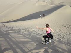 Emilie en sandboarding